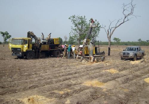 07m_Apr-2012-Diamond-drilling-among-cotton-fields-Tankoro-exploration-property