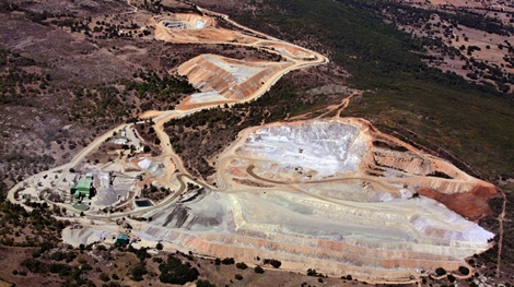 almonty-industries-luftansicht-des-tagebaus-auf-der-los-santos-mine